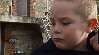 Paul, 6 ans, qui a sauvé sa famille d'un incendie à Monampteuil (Aisne), le 10 novembre 2014. ( FRANCE 2)