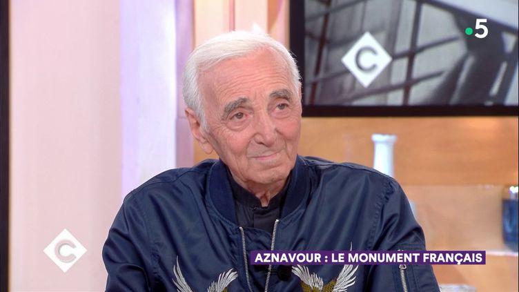 """Charles Aznavour est l'invité de """"C à vous"""", le 28 septembre 2018. (FRANCE 5)"""