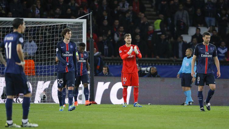 La déception d'Adrien Rabiot, Kevin Trapp et Thiago Motta, lors de PSG-Manchester City, en quart de finale aller de la Ligue des champions 2016. (STEPHANE ALLAMAN / STEPHANE ALLAMAN)