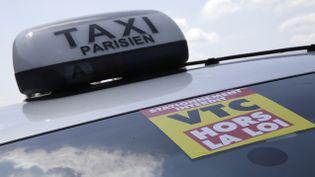 (Des cortèges de taxis sont partis lundi matin des aéroports de Roissy et d'Orly en direction de la place Vauban, dans le 7e arrondissement de la capitale, pour protester contre le service UberPOP © REUTERS/Philippe Wojazer)
