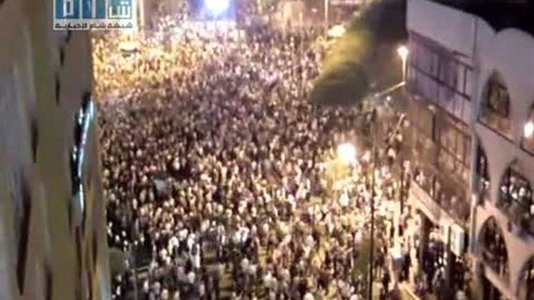 Photo, tirée d'une vidéo de YouTube, montrant une manifestation à Homs (centre de la Syrie) (AFP - YOUTUBE)