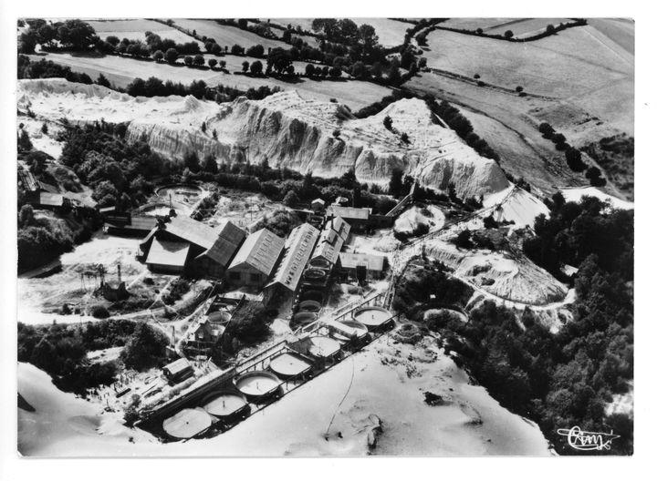 Vue aérienne de l'ancienne mine d'or de Saint-Pierre-Montlimart, à une date inconnue. (DR)
