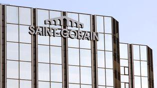 Immeuble Saint Gobain à La Défense à Paris. (ERIC PIERMONT / AFP)