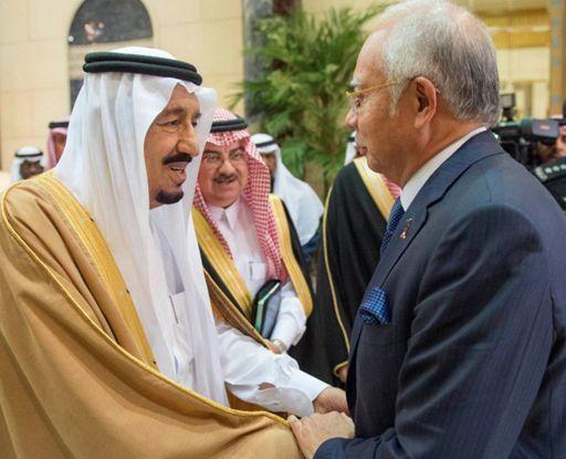 Rencontre entre le Premier ministre malaisien Najib Razak et le roi saoudien Salman à Ryad le 2 mars 2016 (AFP - HO - Saudi Press Agency)