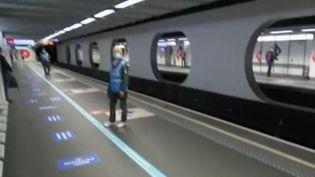À l'heure du déconfinement, qu'en est-il des transports en commun à Lyon (Rhône) ? Chaque réseau a mis en place son dispositif afin de veiller au respect des gestes barrières. (FRANCE 2)