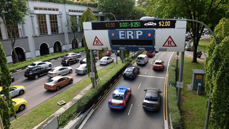 La circulation routière dans Singapour en 2016 (ROSLAN RAHMAN / AFP)
