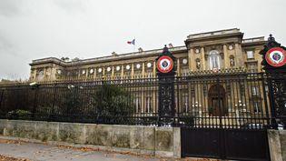 Devant le ministère des Affaires étrangères, à Paris, le 1er décembre 2003. (JEAN-PIERRE MULLER / AFP)