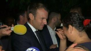 Emmanuel Macron au contact de la population à Cayenne (FRANCE 2)
