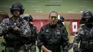 C'est un profil original. À 60 ans, Jean-Michel Fauvergue a été pendant des années le chef du RAID, unité d'élite de la police. Il se présente dans la Seine-et-Marne. (France 2)