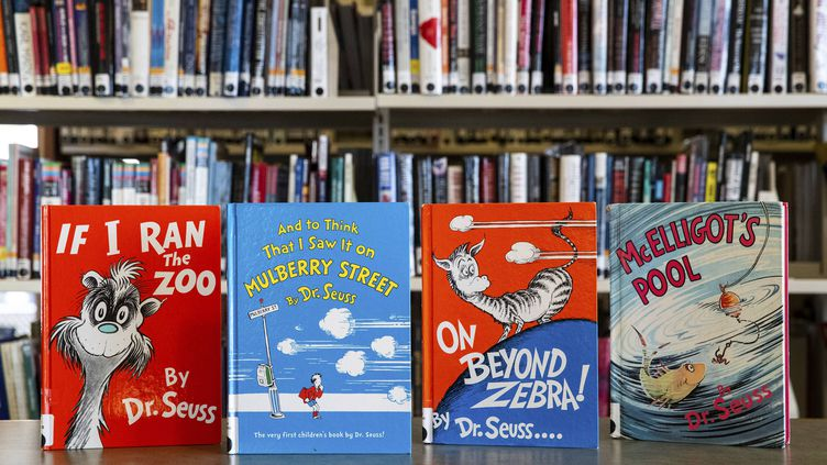 Ouvrages de Dr. Seuss exposés dans une bibliothèque de Moscow, en Pennsylvanie (nord-est des États-Unis) (CHRISTOPHER DOLAN / AP / SIPA)