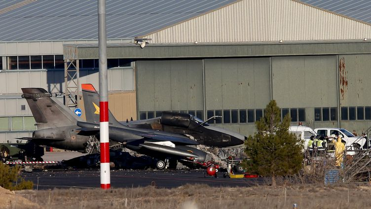 L'avion grec s'est écrasé quelques secondes après son décollage sur la base deLos Llanos (Espagne), le 27 janvier 2015. (JOSE JORDAN / AFP)