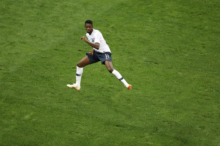 Ousmane Dembelé, l'ailier de l'équipe de France, fête son but face à l'Italie, le 1er juin 2018 à l'Allianz Riviera de Nice (Alpes-Maritimes). (VALERY HACHE / AFP)