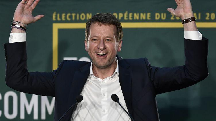 Yannick Jadot réagit après la troisième place d'EELV aux européennes, le 26 mai 2019, à Paris. (STEPHANE DE SAKUTIN / AFP)