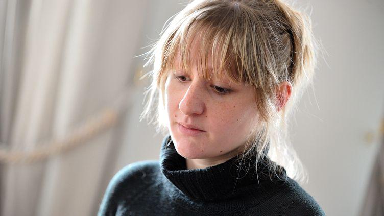 Cécile Bourgeon, la mère de Fiona, lors d'une interview, à Clermont-Ferrand (Puy-de-Dôme), le 18 mai 2013. (MAXPPP)