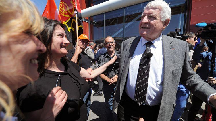 Laurent Spanghero (à droite), le 5 juin 2013 àCastelnaudary (Aude). (ERIC CABANIS / AFP)