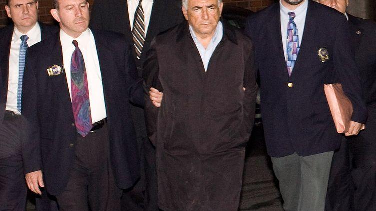 Dominique Strauss-Kahn, patron du FMI (Fonds monétaire international) sort du commissariat de police à New York, le 15 mai 2011. (BRIAN HARKIN / GETTY IMAGES NORTH AMERICA)