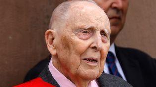 Daniel Cordier assiste à une cérémonie commémorant l'appel du général Charles de Gaulle en juin 1940, au Mémorial national du Mont Valérien à Suresnes, le 18 juin 2018. (CHARLES PLATIAU / AFP)