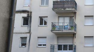 Le balcon du troisième étage s'est effondré et aentraîné ceux des deux autres niveaux dans sa chute. (JEAN-FRANCOIS MONIER / AFP)