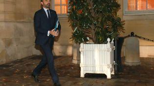 Édouard Philippe à la sortie de Matignon avec les représentants de l'opposition lundi 3 décembre. (JACQUES DEMARTHON / AFP)