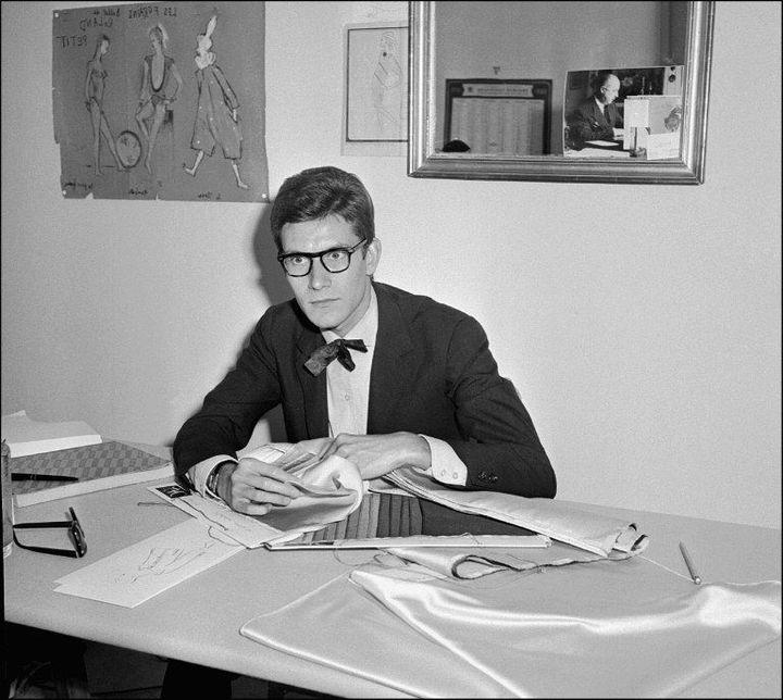 Photo prise le 22 septembre 1961 à Paris du styliste Yves Saint Laurent dans son bureau de la rue de la Boétie à Paris.  (AFP )