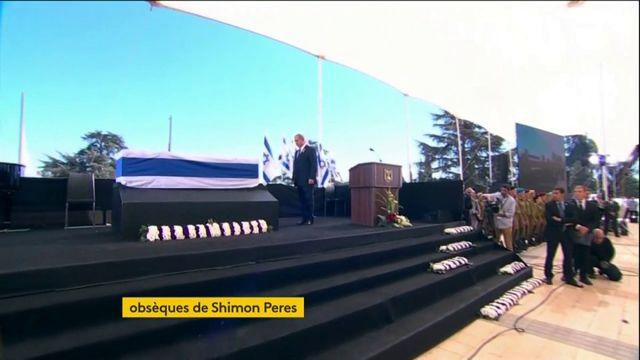 Benyamin Nétanyahou se recueille devant la dépouille de Shimon Peres