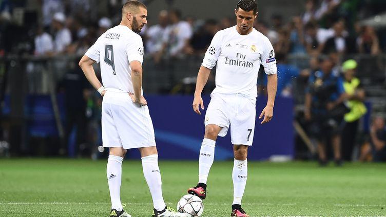 Karim Benzema et Cristiano Ronaldo sous le maillot du Real Madrid (FILIPPO MONTEFORTE / AFP)