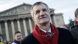 Le député MoDem Jean Lassalle, devant l'Assemblée nationale, à Paris, le 14 décembre 2013. (MAXPPP)