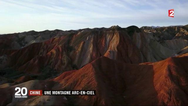 En Chine, une montagne arc-en-ciel très prisée des touristes