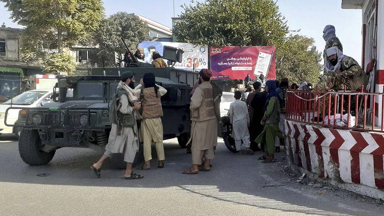 Insurgés talibans dans la ville de Kunduz (ou Kondoz) dont ils ont pris le contrôle lundi 9 août 2021 (ABDULLAH SAHIL / AP / SIPA)