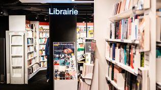 """Depuis le 26 février 2021, les librairies ont étéclassées """"commerces essentiels"""" en France par le gouvernement. Illustration (JC MILHET / HANS LUCAS / AFP)"""
