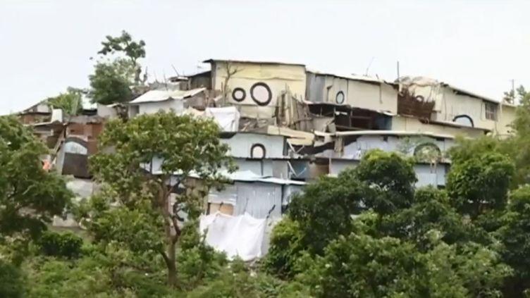 Habitations de fortune à Mayotte. (FRANCE 3)