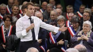 Emmanuel Macron lors du débat àGrand Bourgtheroulde, le 15 janvier 2019. (LUDOVIC MARIN / AFP)