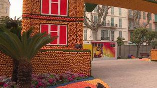 Alors que l'épidémie de Covid-19 continue de se propager, les villes de Nice et de Menton, dans les Alpes-Maritimes, ont annoncé mercredi 26 février suspendre leurs événements culturels. À Menton, où devait se tenir la fin de la fête du citron, on redoute les conséquences économiques de cette annulation. (FRANCE 3)
