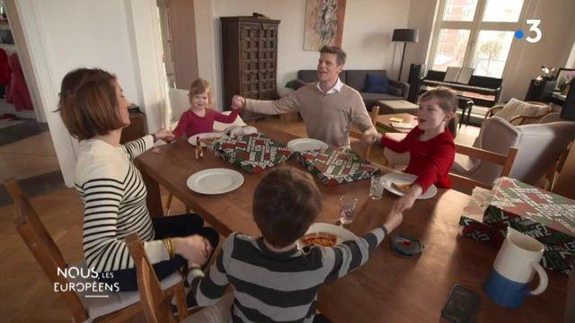 """VIDEO. """"Aujourd'hui, être un couple franco-allemand, c'est relativement facile"""", affirme le mari d'une Française et le papa de trois enfants binationaux"""
