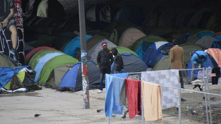 Le camp dit du Millénaire, porte de la Villette, à Paris, est évacué par les forces de l'ordre, le 30 mai 2018. (ALPHACIT NEWIM / CROWDSPARK / AFP)