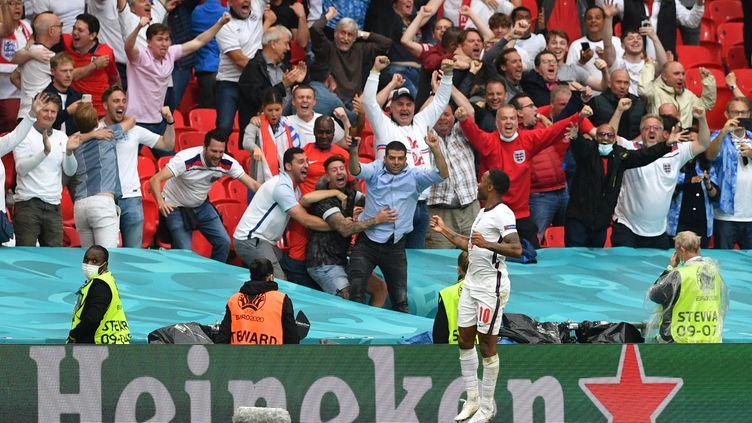 Raheem Sterling célèbre son but inscrit face à l'Allemagne, le 29 juin à Wembley (JUSTIN TALLIS / POOL)