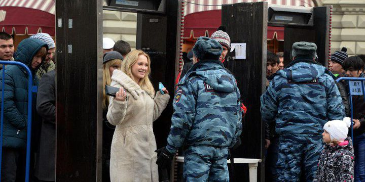 Mesures de sécurité sur la place Rouge le 31 décembre 2013, après les attentats de Volgograd. (VASILY MAXIMOV / AFP)