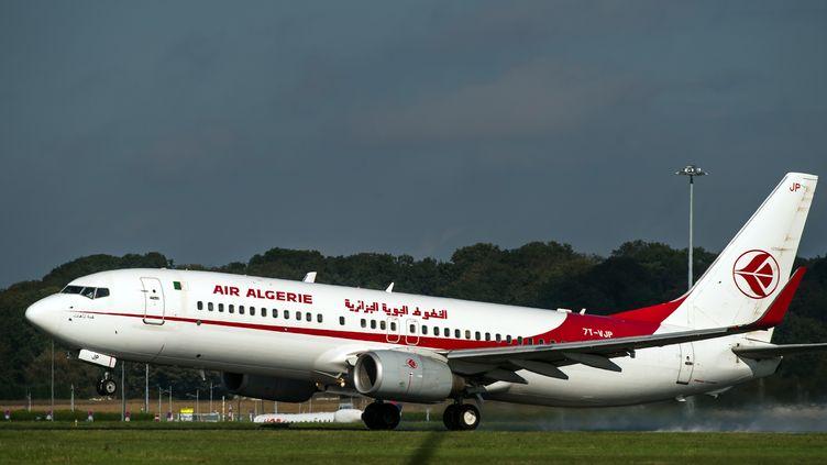 Boeing 737 d'Air Algérie, le 11 octobre 2014 à Lille (France). (PHILIPPE HUGUEN / AFP)