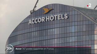 AccorInvest,filiale du groupe hôtelier Accor, s'apprête à licencier 1 900 postes en Europe, dont 767 personnes en France. Cela constitue 10% de ses effectifs, relève France 2, mercredi 13 janvier. (FRANCE 2)