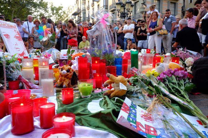 L'un des mémorials de La Rambla, à Barcelone, en août 2017. (JEAN-FRANCOIS FERNANDEZ / FRANCEINFO)