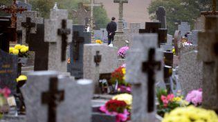 Le cimetière de Medreac (Ile-et-Vilaine), le 1er novembre 2013, jour de la Toussaint. (DAMIEN MEYER / AFP)