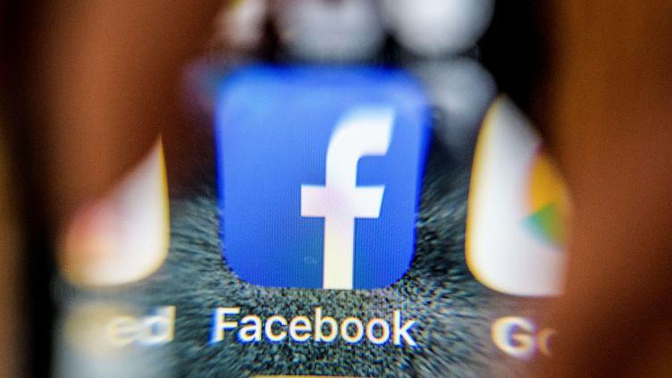 Les problèmes de Facebook s'aggravent le 30 mars 2018 avec la fuite d'un mémo interne d'un cadre dirigeant. (MLADEN ANTONOV / AFP)