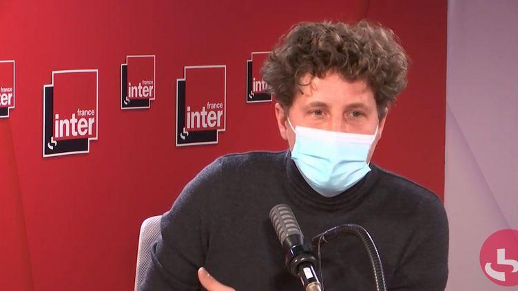 Julien Bayou,secrétaire national d'EuropeÉcologie-les Vertssur France Inter, le 8 décembre 2020. (FRANCEINTER / RADIO FRANCE)