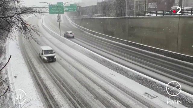 New-York au ralenti à cause d'une tempête de neige