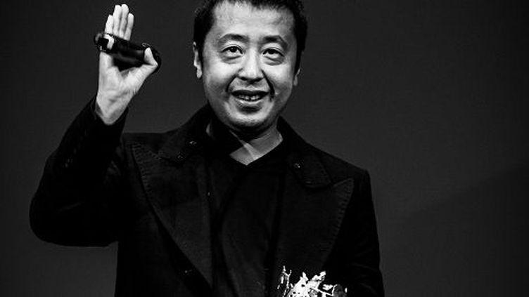 Le réalisateur chinois Jia Zhang-Ke et son Carosse d'or, décerné par la Société des réalisateurs de films le 14 mai 2015 dans le cadre de la Quinzaine des réalisateurs (La Quinzaine des réalisateurs)