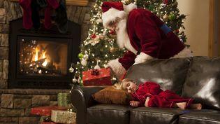 Il faut faire attention à ne pas annoncer trop tôt, ni trop tard, que le père Noël n'existe pas. (GETTY IMAGES)