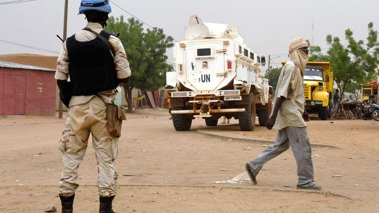 Un soldat de la Mission des Nations Unies au Mali (Minusma) dans les rues de Gao au Mali le 3 août 2018. (SEYLLOU / AFP)