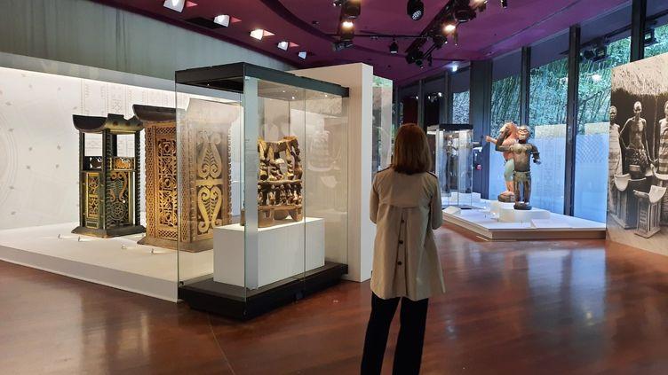 Les 26 œuvres restituées au Bénin sont exposées jusqu'au 31 octobre au Musée du Quai Branly. (ANNE CHEPEAU / RADIO FRANCE)