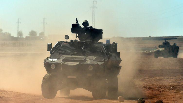 Une patrouille de l'armée turque à la frontière syrienne, le 7 octobre 2014. (ARIS MESSINIS / AFP)