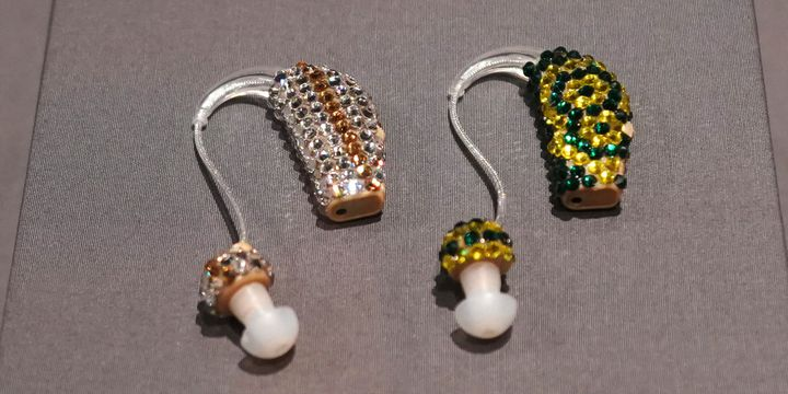 Des prothèses auditives au musée Cooper Hewitt du design à New York  (Don EMMERT / AFP)